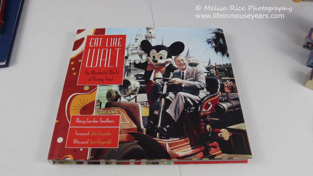 Best Disney Holiday Gift Ideas www.lifeinmouseyears.com #lifeinmouseyears #holidaygiftideas #disneygifts #disneyholidays