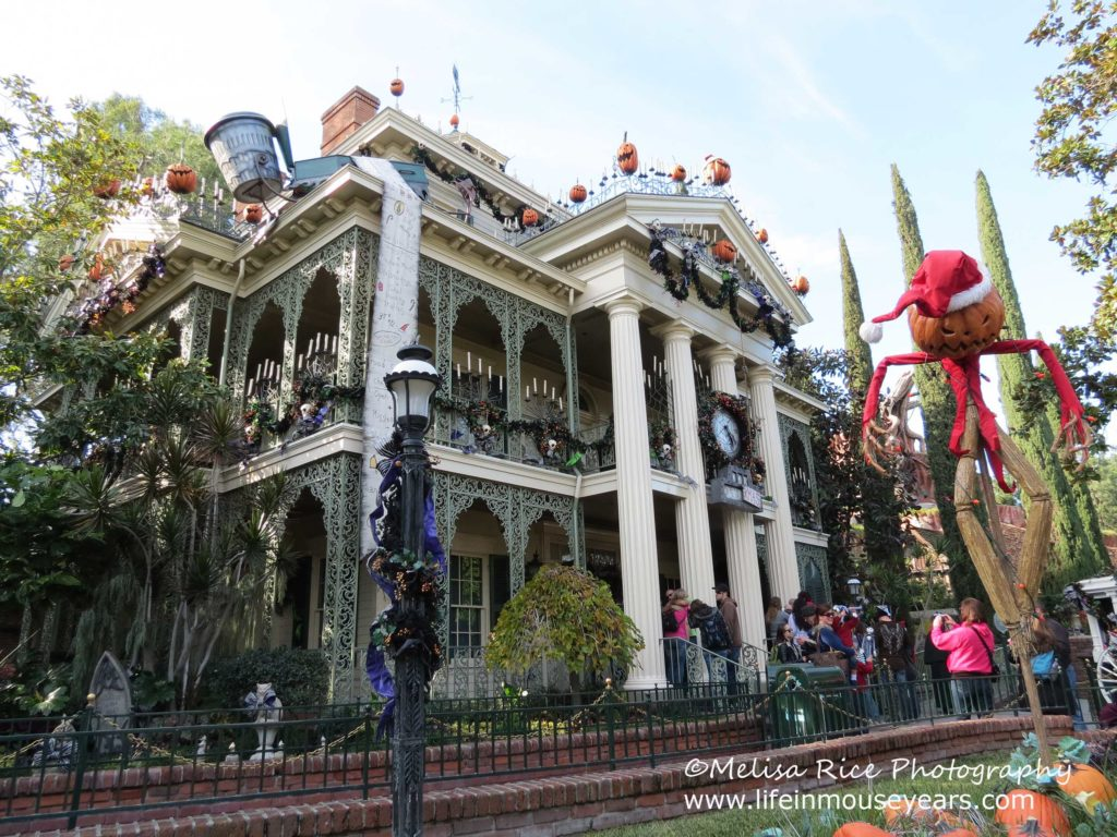 Holiday Time at Disneyland. lifeinmouseyears.com #disneyland #california #disney #travel