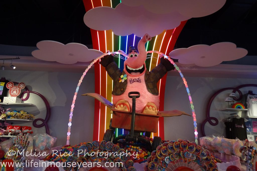 Exploring Pixar Pier www.lifeinmouseyears.com #lifeinmouseyears #pixarpier #californiaadventure #bingbong #sweetstuff #yummy