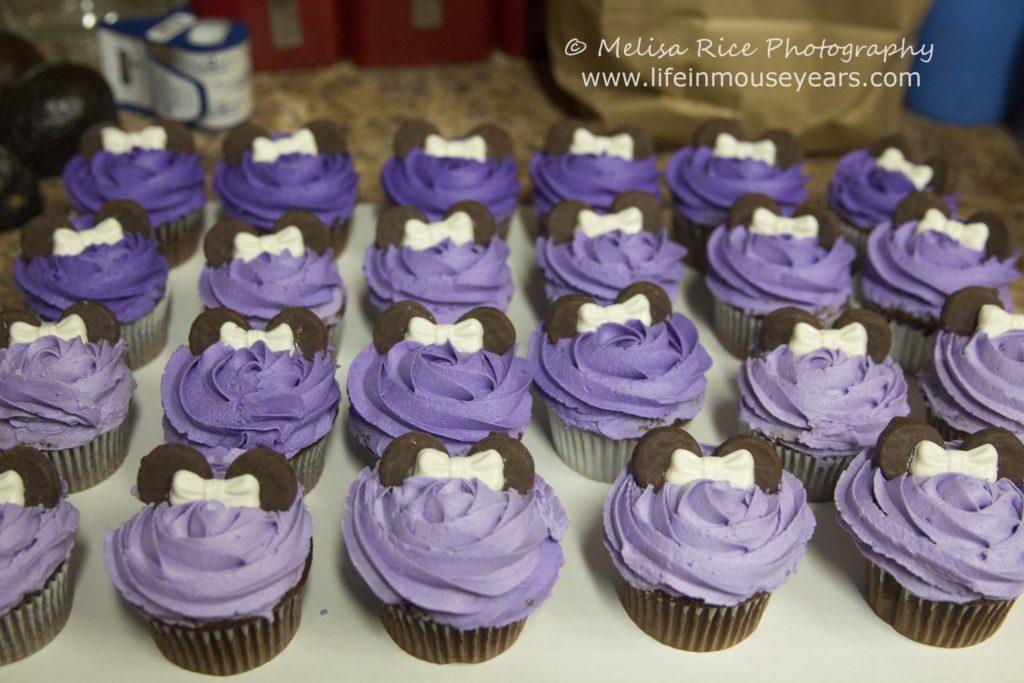 www.lifeinmouseyears.com #lifeinmouseyears #minniemouse #minniemousecake #minniemousecupcakes #cakes #cupcakes #yumm #cake #frosting #minniemouseparty