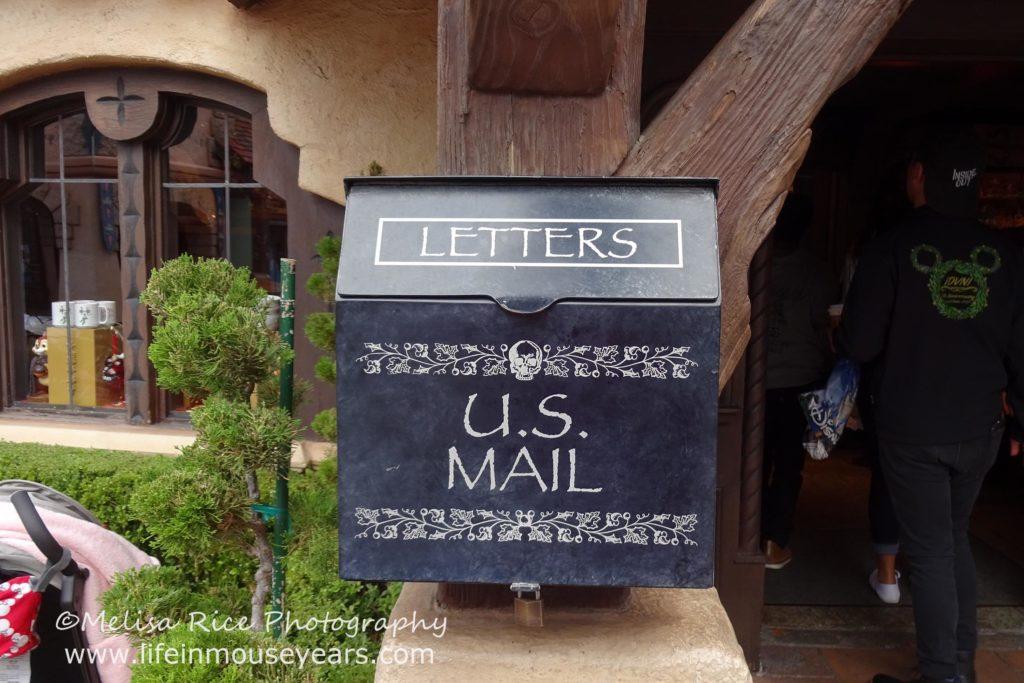 www.lifeinmouseyears.com #lifeinmouseyears #mailboxes #disneyland #Fantasyland