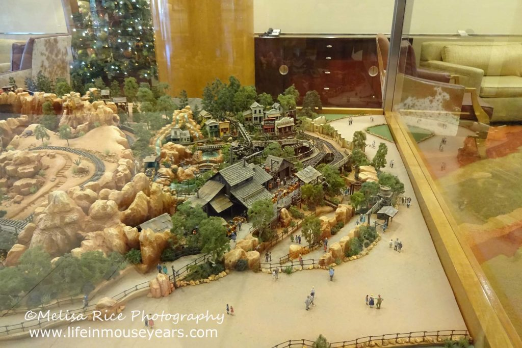 Exploring Disneyland Hotel's Frontier Tower www.lifeinmouseyears.com #lifeinmouseyears #disneylandhotel #bigthundermountainrailroad