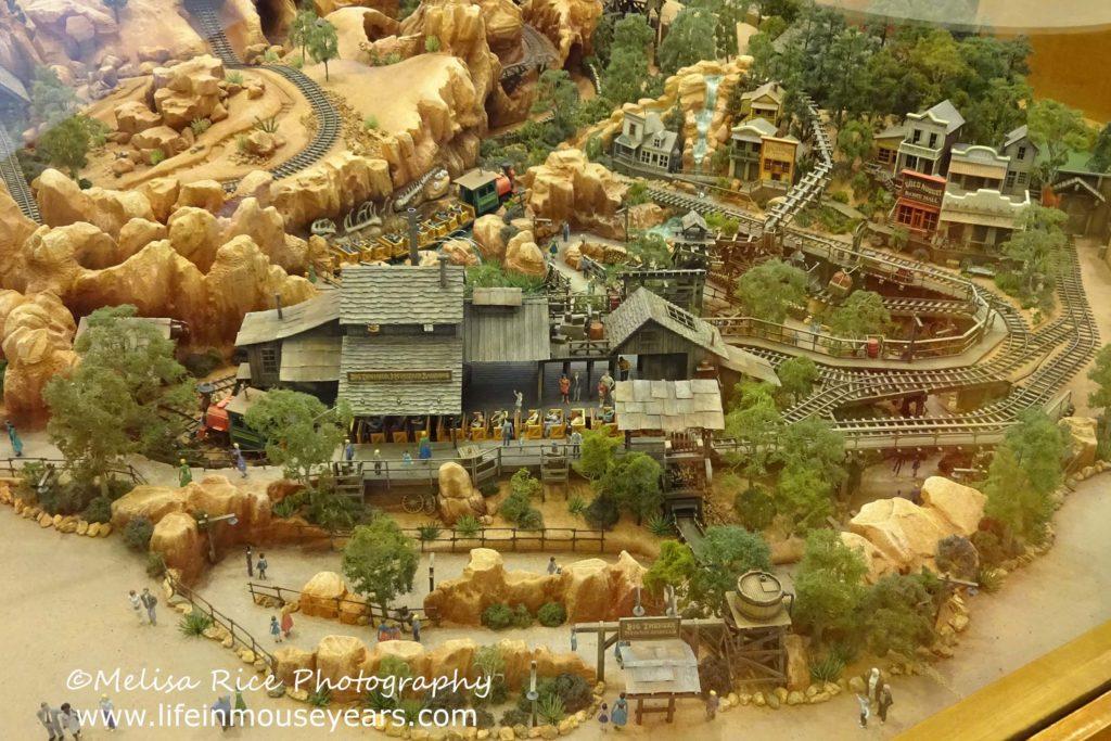 Exploring Disneyland Hotel's Frontier Tower www.lifeinmouseyears.com #lifeinmouseyears #disneylandhotel