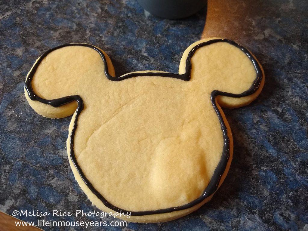 www.lifeinmouseyears.com #lifeinmouseyears #disney #disneyfoods #mickeycookies