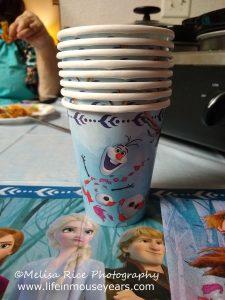 How to Make an Olaf Cake www.lifeinmouseyears.com #lifeinmouseyears #frozen2party #olaf #olafcake